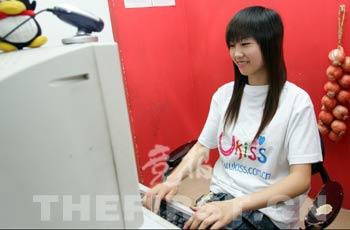 重庆美女大学生陪人视频聊天下棋