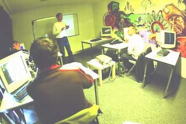 科技时代_专访美国黑客学院校长:学生来自FBI及NASA