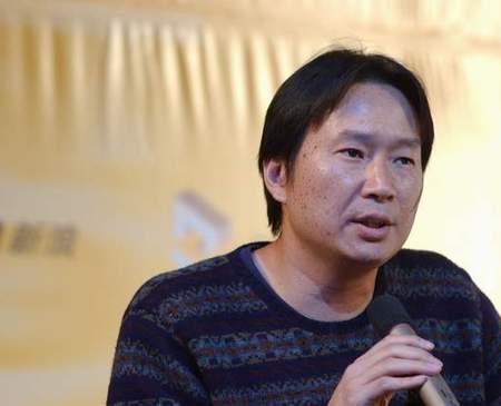 科技时代_图文:发布会上正在讲话的新浪董事长姜丰年