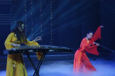 图文:颁奖典礼上的古筝表演图片