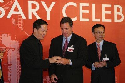 科技时代_图文:惠普CEO马克-赫德与中国总裁孙振耀