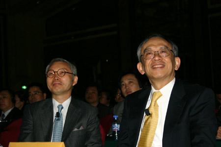 科技时代_周伟�j与蓝海战略作者于IBM论坛谈创新(图)
