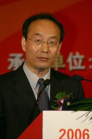 科技时代_图文:信产部肖华担任软件产业高峰论坛主持