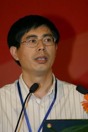 科技时代_图文:方正电子副总裁张体超于软博会上发言