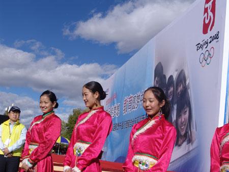 科技时代_图文:奥运联想千县行走进西藏活动现场