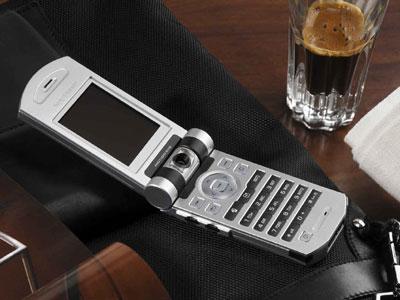 索尼爱立信推出时尚3G翻盖手机Z800(图)