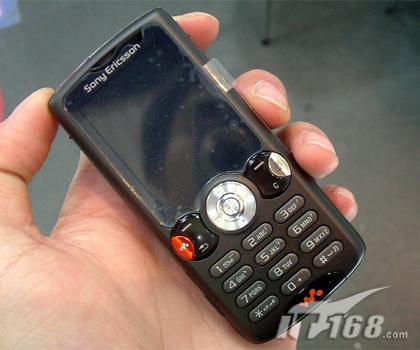 200万像素索爱音乐手机W810c逼近3000