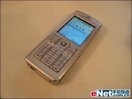 个性时尚饰物诺基亚商务手机E60售价2370