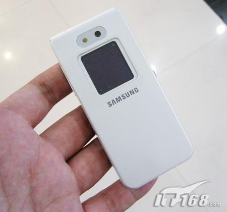 纯白iPod风格三星折叠音乐机E870破两千