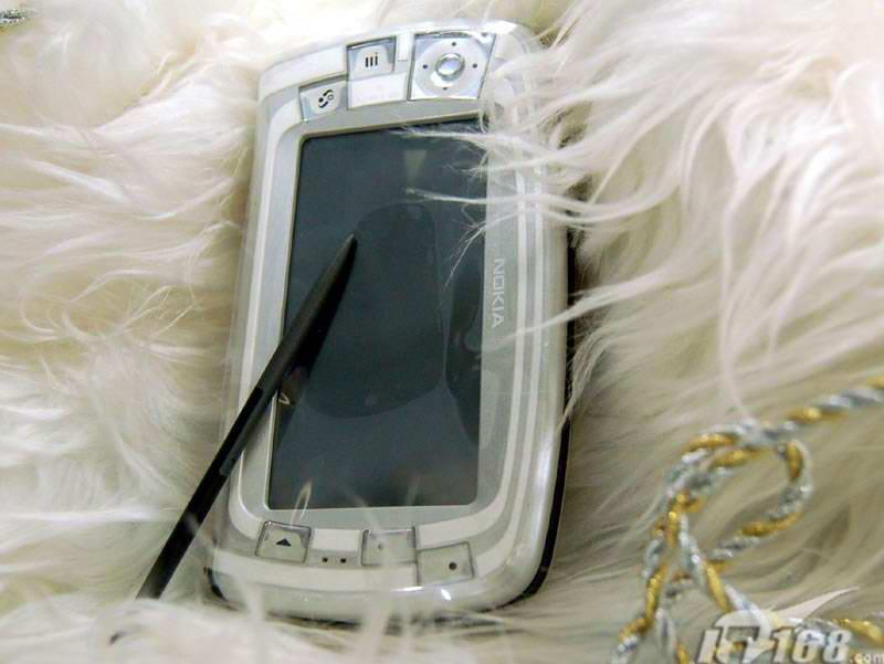 时尚经典诺基亚S90智能机7710跌至2860