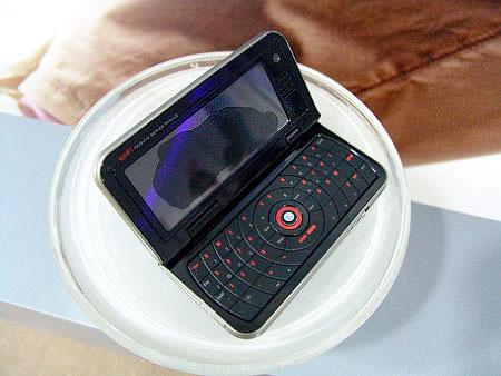 科技时代_联想横屏智能手机展示
