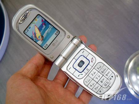 彩屏拍照LG低端翻盖G810只要599元