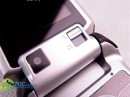 200W像素3G手机摩托罗拉V3x跌至1800