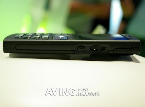 不足12mm最薄的QWERTY智能手机