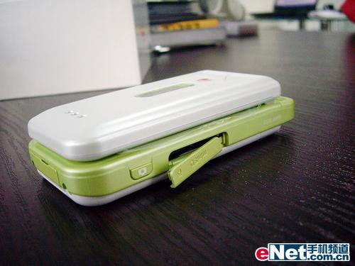 秀色可餐3G版夏普V703超特价2180