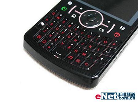 轻薄全键盘MOTO发布智能王者QPro
