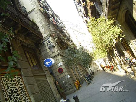 巴塞罗那秀丽的海湾蜿蜒的街道