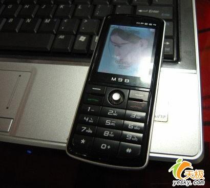 七喜12寸本AW300C送MP4手机售价4300元