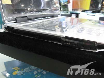 华硕双核笔记本7500元热卖送泰格斯包