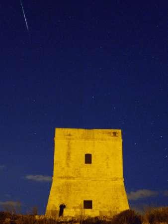 图文:狮子座流星划过马耳他北部海岸