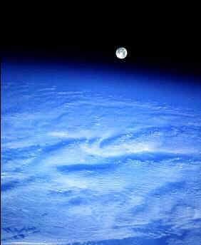 图文:从在轨航天飞机上看月亮