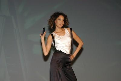 科技时代_图文:联通双模手机发布会舞蹈诠释双模手机