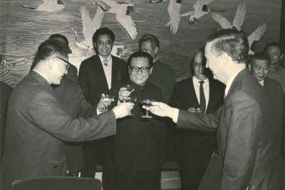 科技时代_老照片:江泽民与中国惠普董事长出席签字仪式