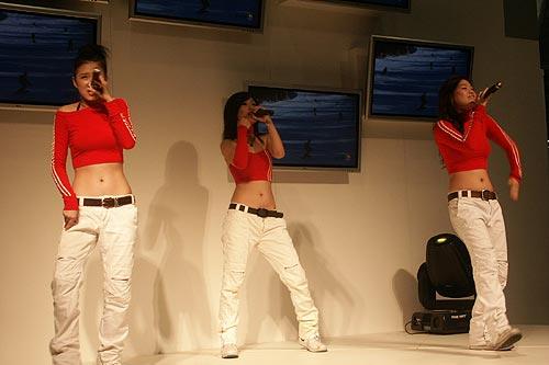 直击sinoces:热舞中的美女