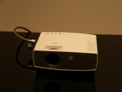 科技时代_CeBIT2007图文:NEC新小型投影仪