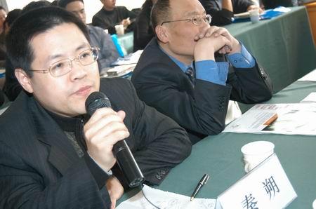 科技时代_图文:第一财经日报总编辑秦朔在3G会议现场