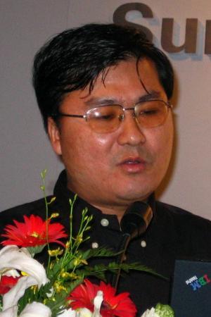 北京大学 光华管理学院/图为:北京大学光华管理学院院长助理周春生(新浪科技未央/摄)