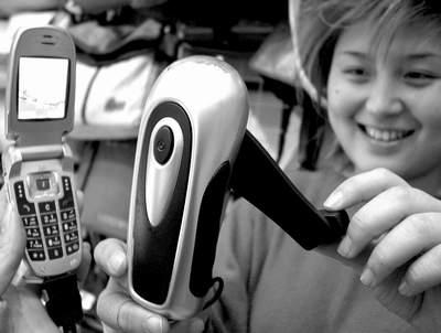 科技时代_济南展示手摇式手机充电器 摇动手柄即充电