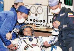 三宇航员乘联盟上太空飞船搭载有特殊乘客
