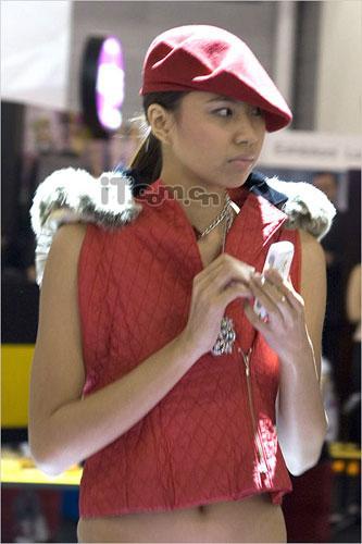 摩托罗拉性感美媚亮相2005新加坡通信展