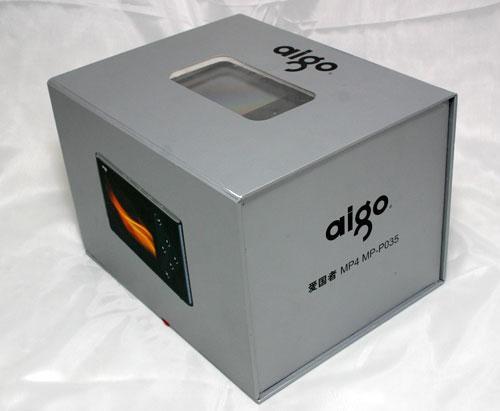 包装盒设计的十分有创意,两层的抽屉式拉门,里面装的所有附件.