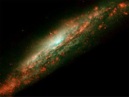 太空壁纸:旋涡星系NGC 3079