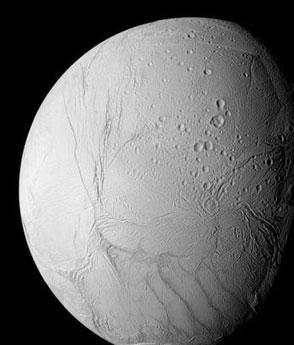 卡西尼探测器发现土星卫星上可能有水(图)