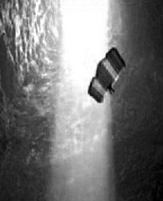 """426米""""世界第一洞穴""""内玩跳伞"""