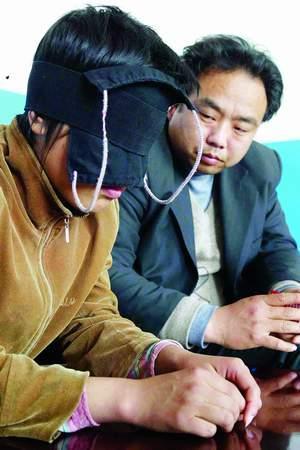 北京科技报:河北奇人蒙眼辨物真相调查(图)