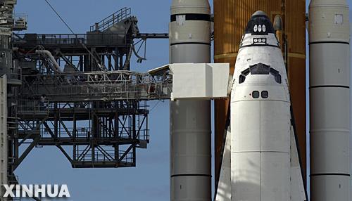 组图:阿特兰蒂斯号航天飞机进入发射位置