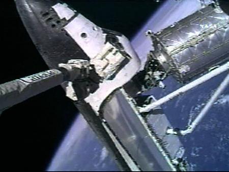 组图:阿特兰蒂斯号航天飞机与国际空间站对接