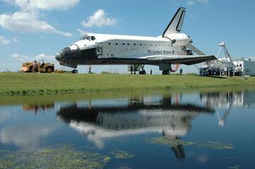 组图:美国亚特兰蒂斯号航天飞机平安到家