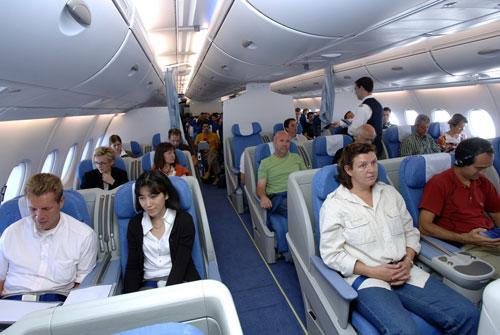 组图:空中客车A380首次载人飞行