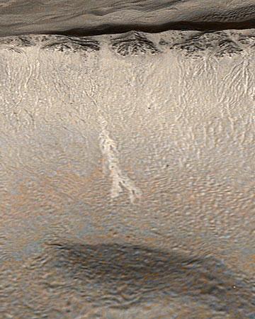 研究发现火星上数年前有液态水流动(组图)
