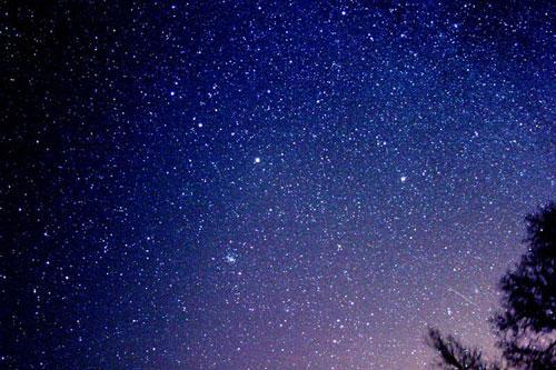 组图:2004年美国印地安那州拍摄的双子座流星
