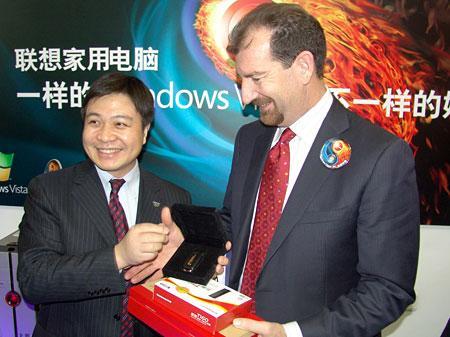 联想微软总裁签名售机互送珍贵纪念品