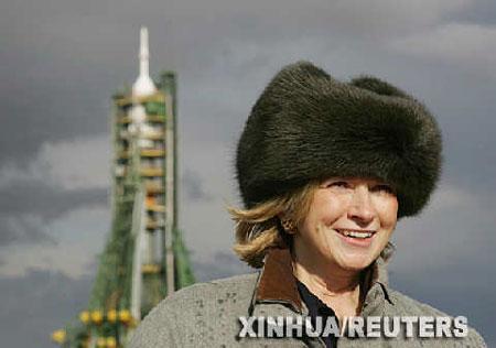 组图:美国家政女王为太空游客送行