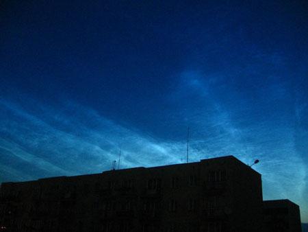 美将发射卫星破解两极上空夜光云之谜