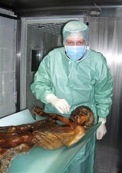 5300岁木乃伊冰人奥茨证实死于背部中箭(图)