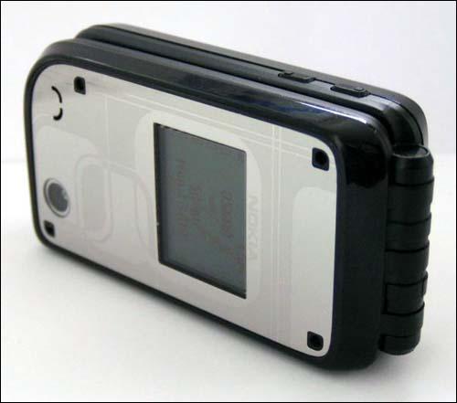 开辟折叠之路--诺基亚全新7270手机图片赏(5)